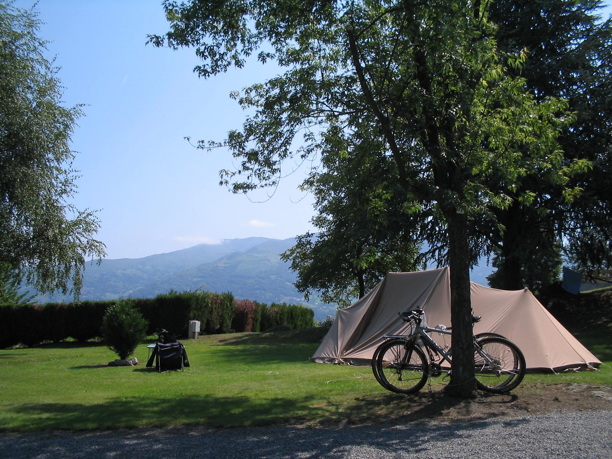 Emplacement calme C&ing du Lac & Camping du lac Argelès-Gazost | Touring pitches
